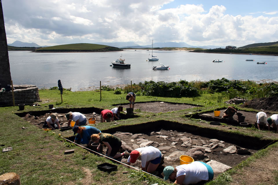 Students excavating at Kildavnet in 2013.